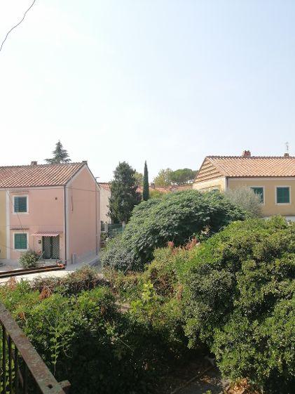 Terratetto indipendente con ampio giardino e posto auto